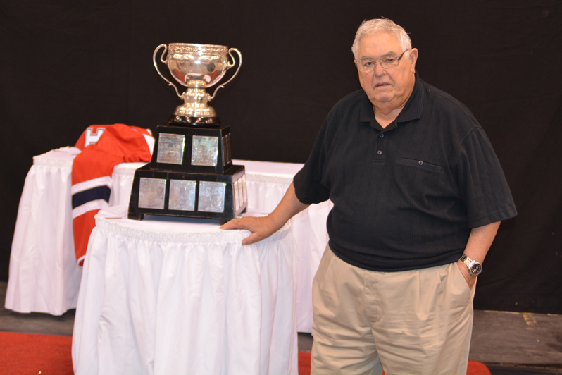 Angelo Bumbacco poses with the Cadler Cup Photo: Rod Aubertin, SSMPhotos.com